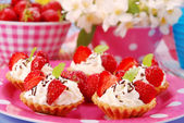 Strawberry mini tartlets — Stock Photo
