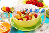 Muesli with fresh fruits as diet food — 图库照片