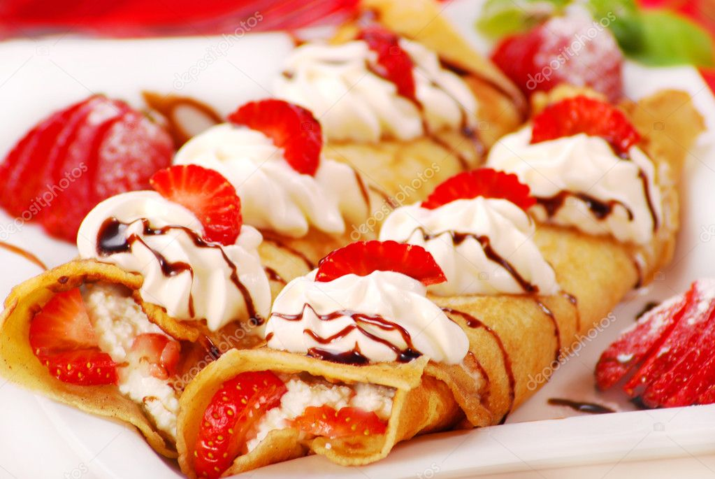 Pancakes with ,cream and strawberry — Stock Photo © teresaterra ...