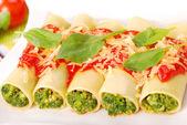 Cannelloni ze szpinakiem — Zdjęcie stockowe