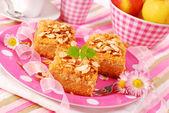 Apple shortcake with almonds — Stock Photo