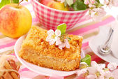 Apple shortcake with crumble — Stock Photo