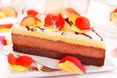 Cake and poppy petals — Stock Photo