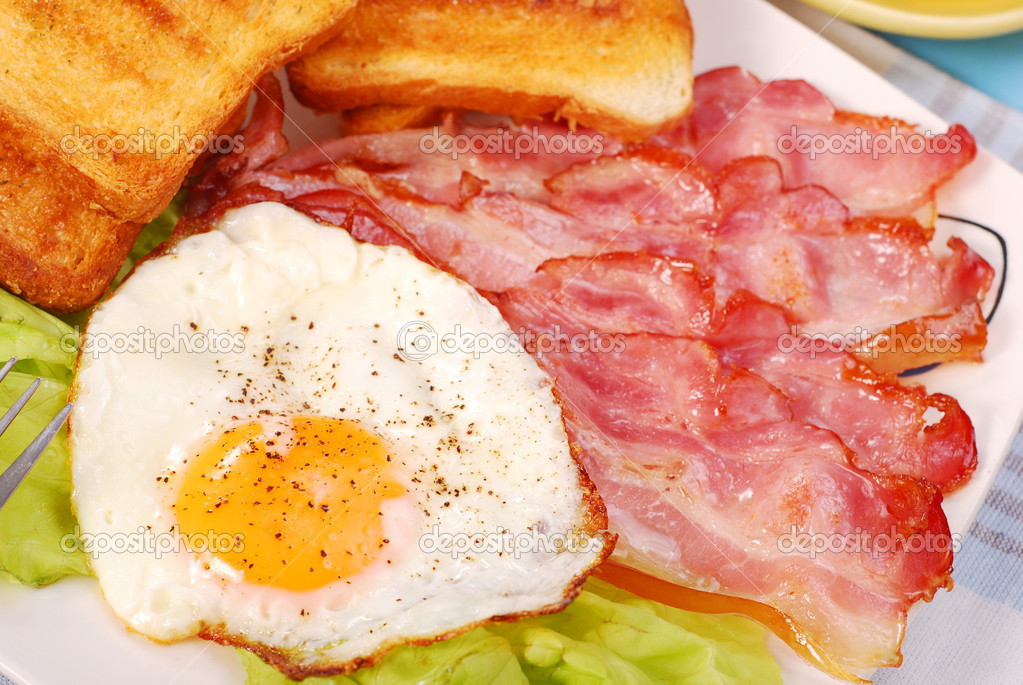 Bacon and eggs for english breakfast — Stock Photo #3189293