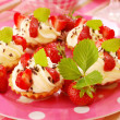 Mini tartlets with whipped cream and strawberry — Stock Photo