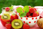 Strawberry and kiwi preserves — Stock Photo