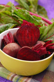 Fresh beets with leaves — Stock Photo