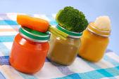 żywność dla niemowląt w słoikach — Zdjęcie stockowe