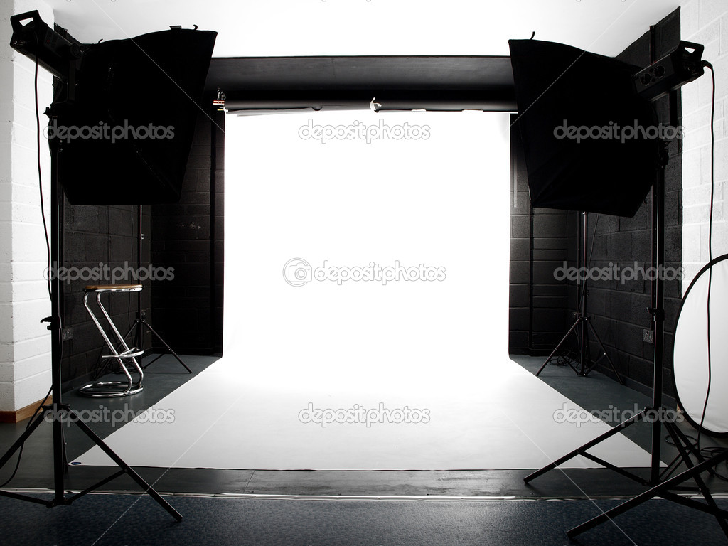 Empty studio with lights and white background — Stock Photo #2807510