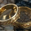 Wedding rings on a stone — Stock Photo #2814222
