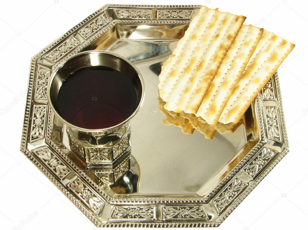 Kiddush wine and matza on silver tray isolated over white — Stock Photo #2735897