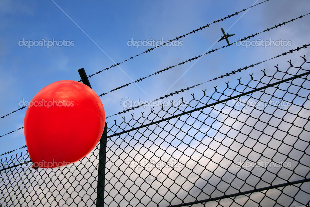 A red balloon in danger — Stock Photo #2902713