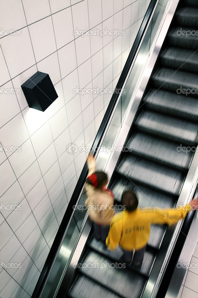 Couple moving on escalator, with motion blur — Stock Photo #2911739