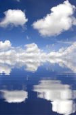 Cloudy sky reflect on water — Stock Photo