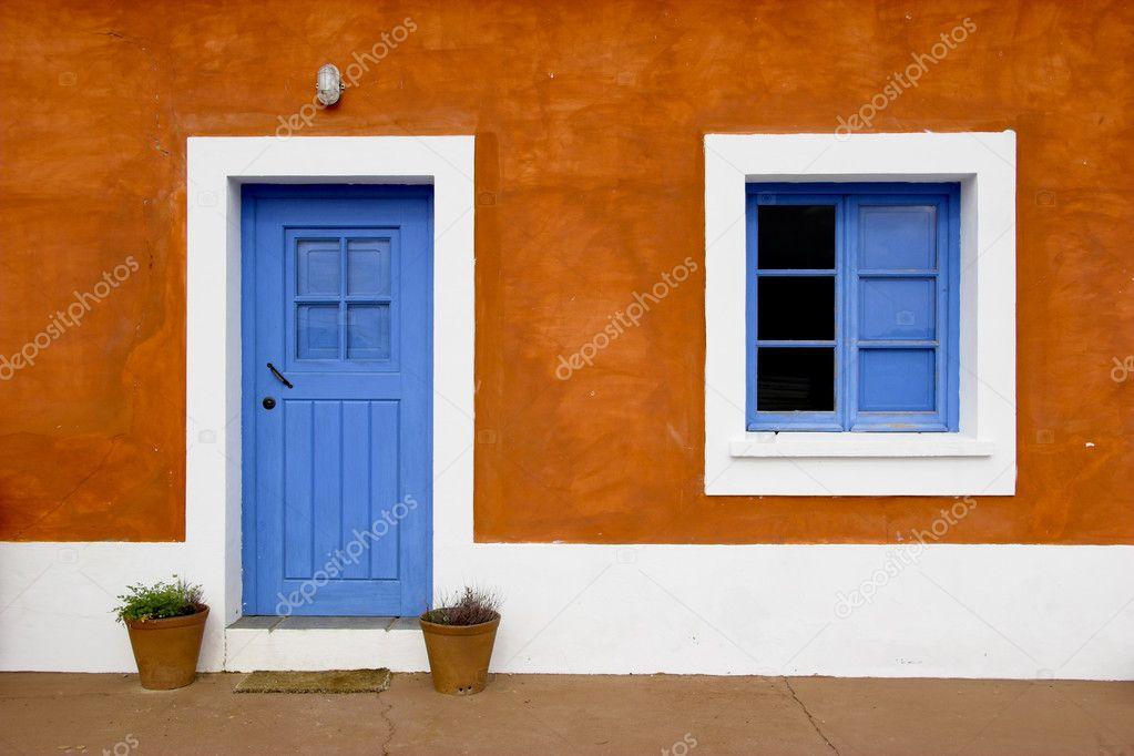blaue fenster und t rrahmen stockfoto ikostudio 4938889. Black Bedroom Furniture Sets. Home Design Ideas