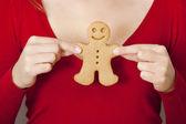Segurando um biscoito de gengibre — Foto Stock