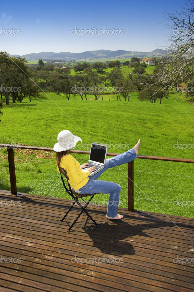 Woman enjoying a beautiful day with a laptop on her home-field — Stok fotoğraf #5064906
