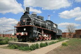 The first steam locomotive a monument in Magnitogorsk Russia — Stock Photo