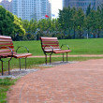 Walk way in city park — Stock Photo