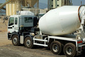 The concrete mixer truck — Stock Photo