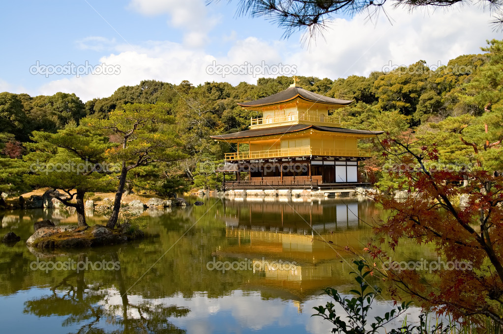 Golden Pavilion Kinkaku-ji in Kyoto, Japan — Stock Photo #2969196