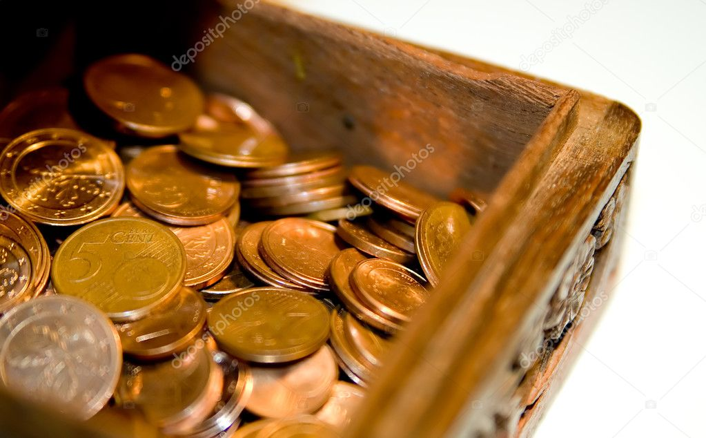 Detail of a wooden crate and some shining coins. — Stock Photo #2989966