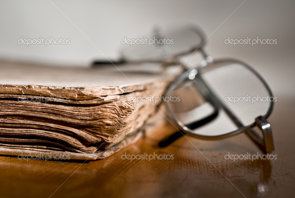 Old books and glasses — Stock Photo #2749572