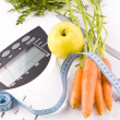 Foto Stock: Carrots, apple and measuring objects