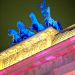 Quadriga on the Brandenburger Tor at nig — 图库照片
