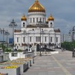 Orthodox Christ the Savior Cathedral in Moscow, the granite bridge and cast — Stock Photo