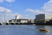 Amphibious vehicle thames river london — Stock fotografie