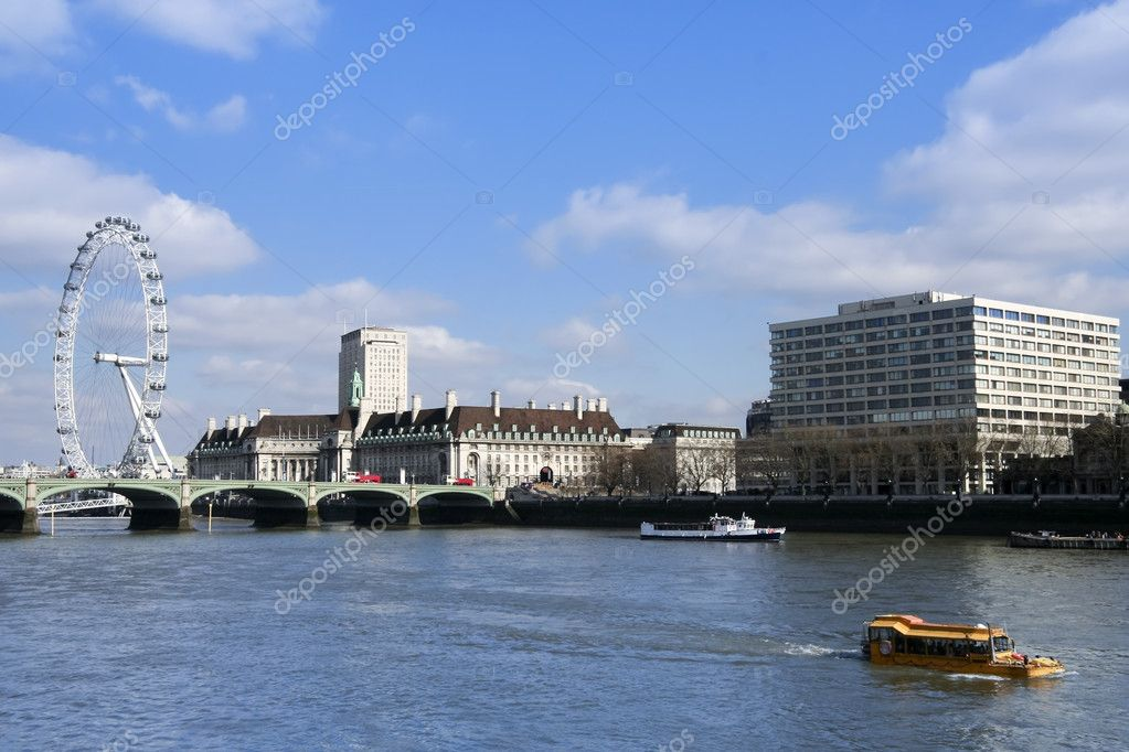 World war 2 vintage DUKW amphibious vehicle taking tourists down the thames river in london near westminster — Stock Photo #2792327