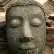 Decapitated buddha — Stockfoto