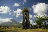 Cagsawa ruins — Stock Photo
