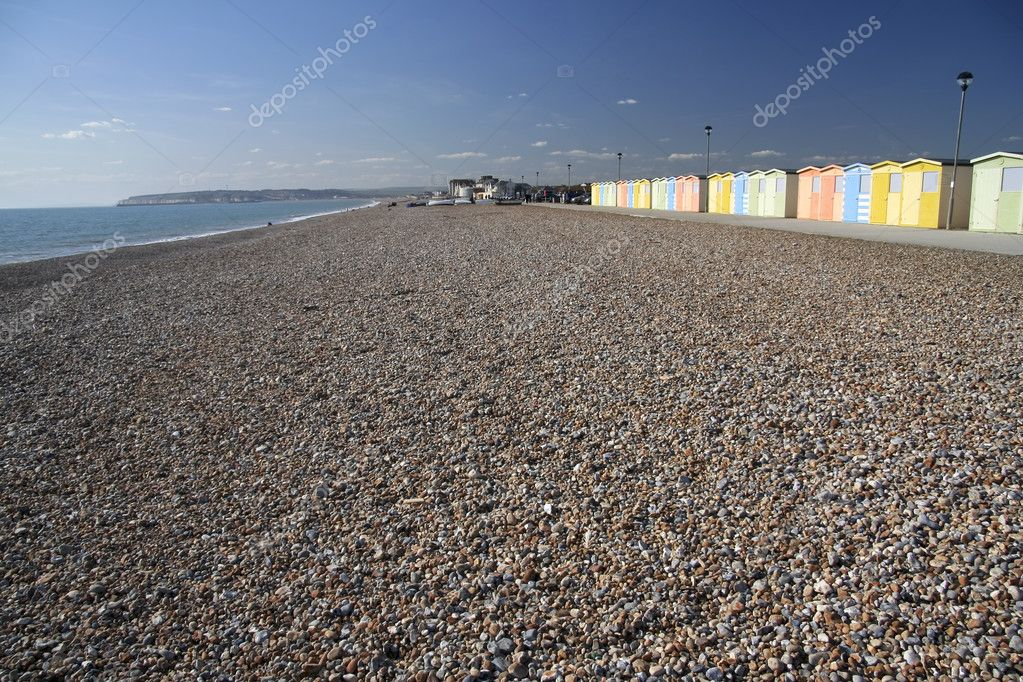 Pebble beach at seaford head near newhaven in east sussex with row of colorful beach huts — Stock Photo #3025389