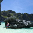 El nido blue water girl palawan — Stock Photo