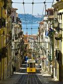 типичные лиссабон трамвай — Стоковое фото