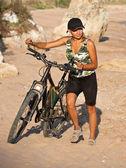 Girl with bicycle. — Stockfoto