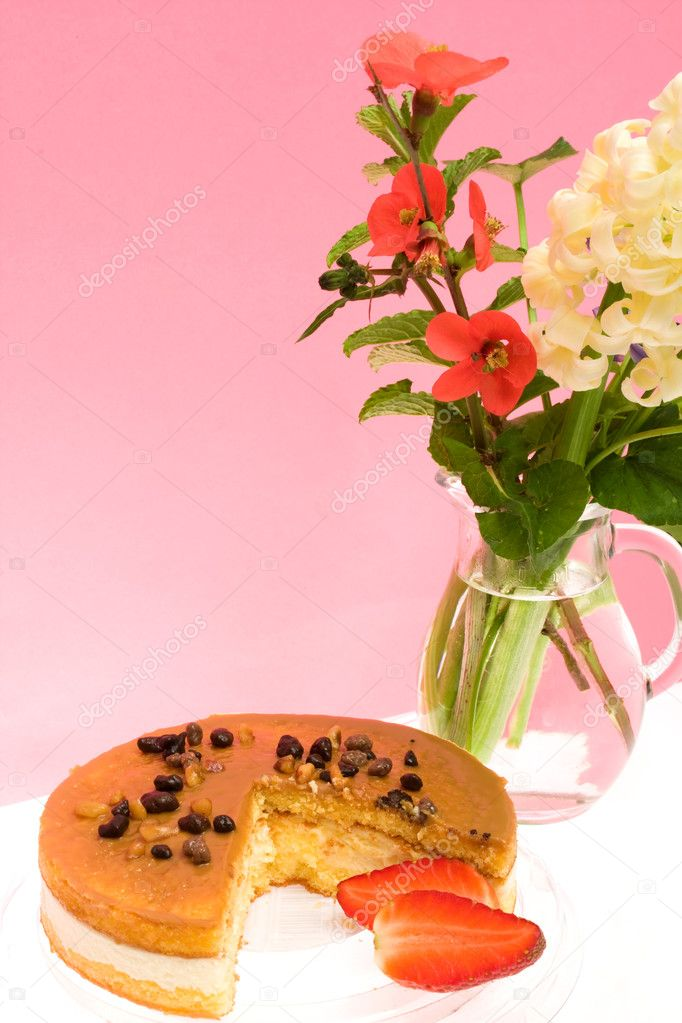 Vertical picture of italian cheescake and flowers. — Foto Stock #2814742