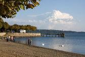 Svago - passeggiata lungo il lago — Foto Stock