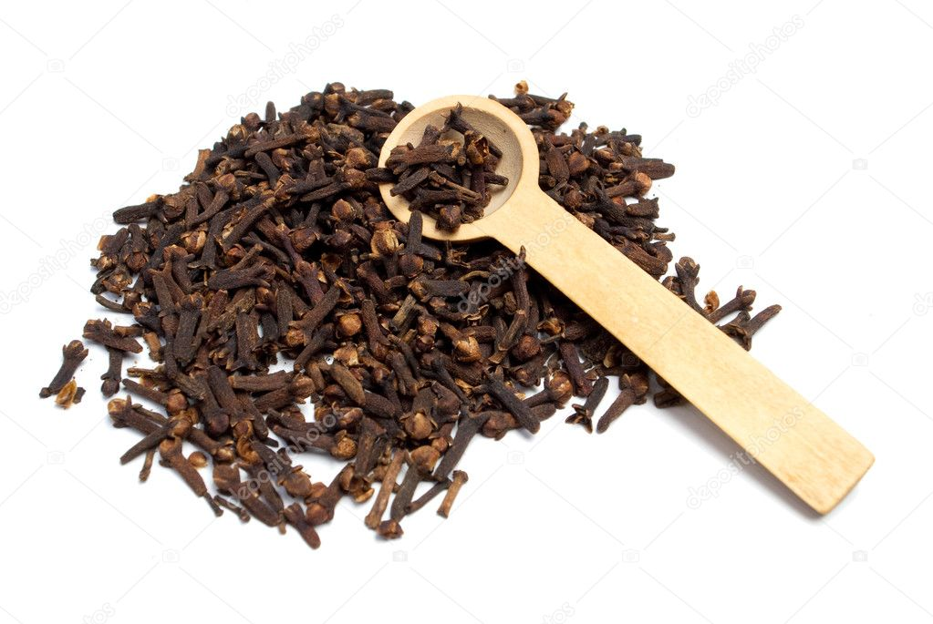 Poured cloves poured in a wooden spoon — Stock Photo #2895586