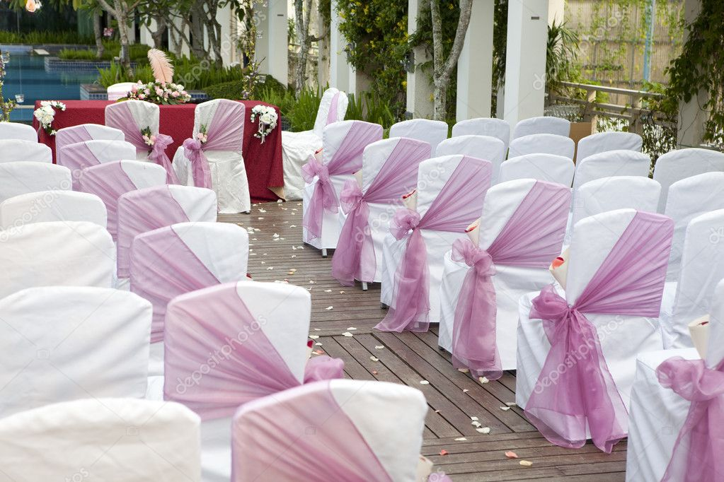 Wedding Aisle with decorated chairs and flower petals on floor — Stock Photo #2914226