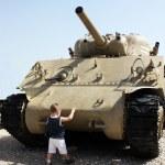 Child tries to stop tank — Stock Photo #2858763