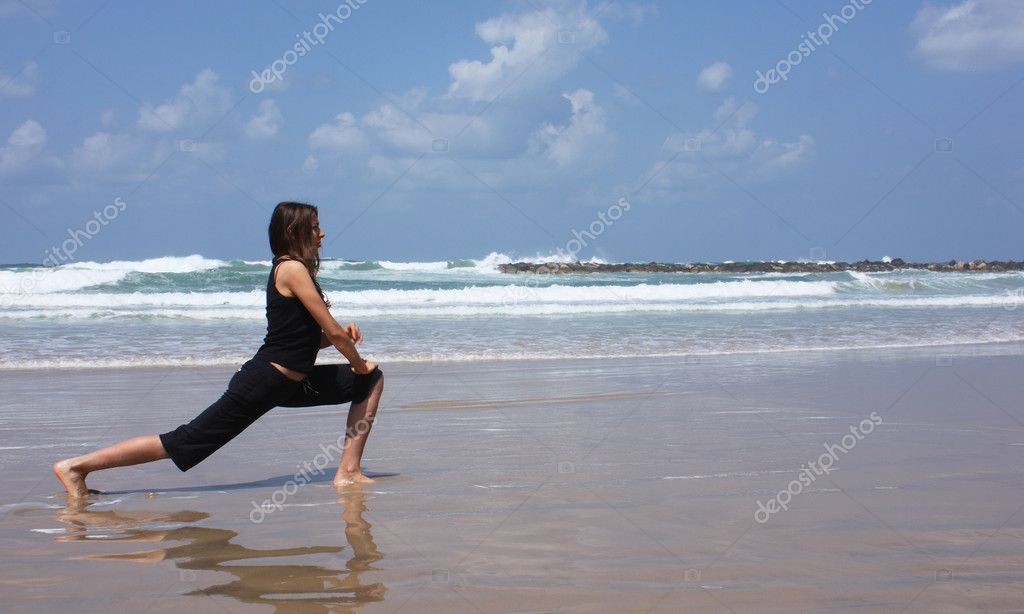 Woman during fitness on sea beach — Stock Photo #2895033