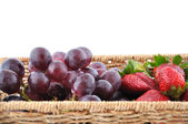 Basket of fresh fruits — Stock fotografie