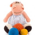 Soft toy hippopotamus and balls of thread — Stock Photo