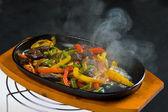 Hovězí s houbami a zeleninou — Stock fotografie