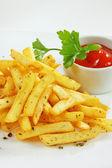 Garnish with potato chips — Stock Photo
