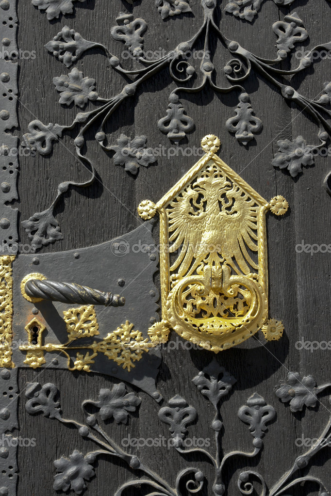 Rich ornaments and golden door plate at the entrance door of the historic city hall, Frankfurt am Main — Stock Photo #2811564