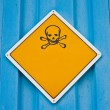 Skull and crossbones warning sign — Stock Photo